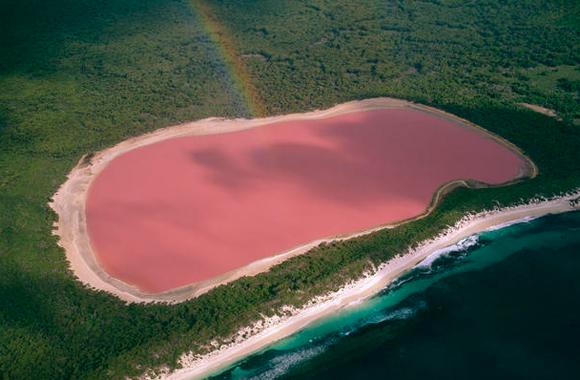 Lo strano fenomeno del Lago Retba in Senegal