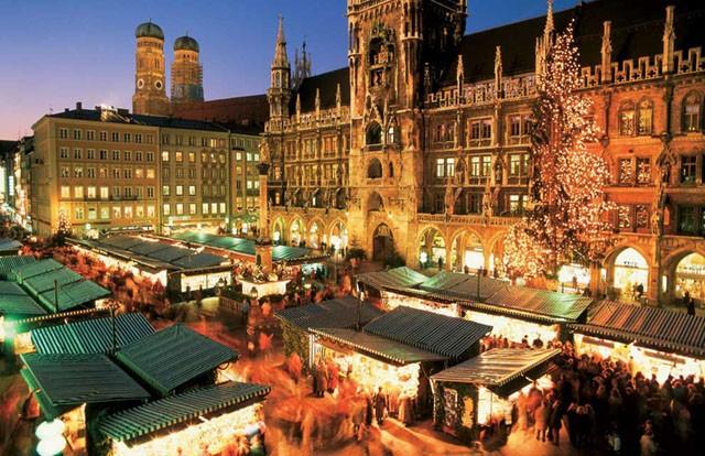 Natale a Monaco di Baviera: i tipici mercatini natalizi di Marienplatz