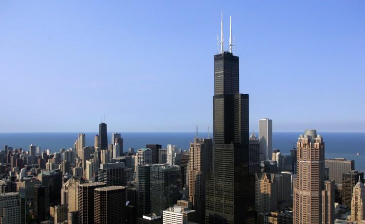 Chicago, panico sulla Willis Tower dove si crepa lo skydeck