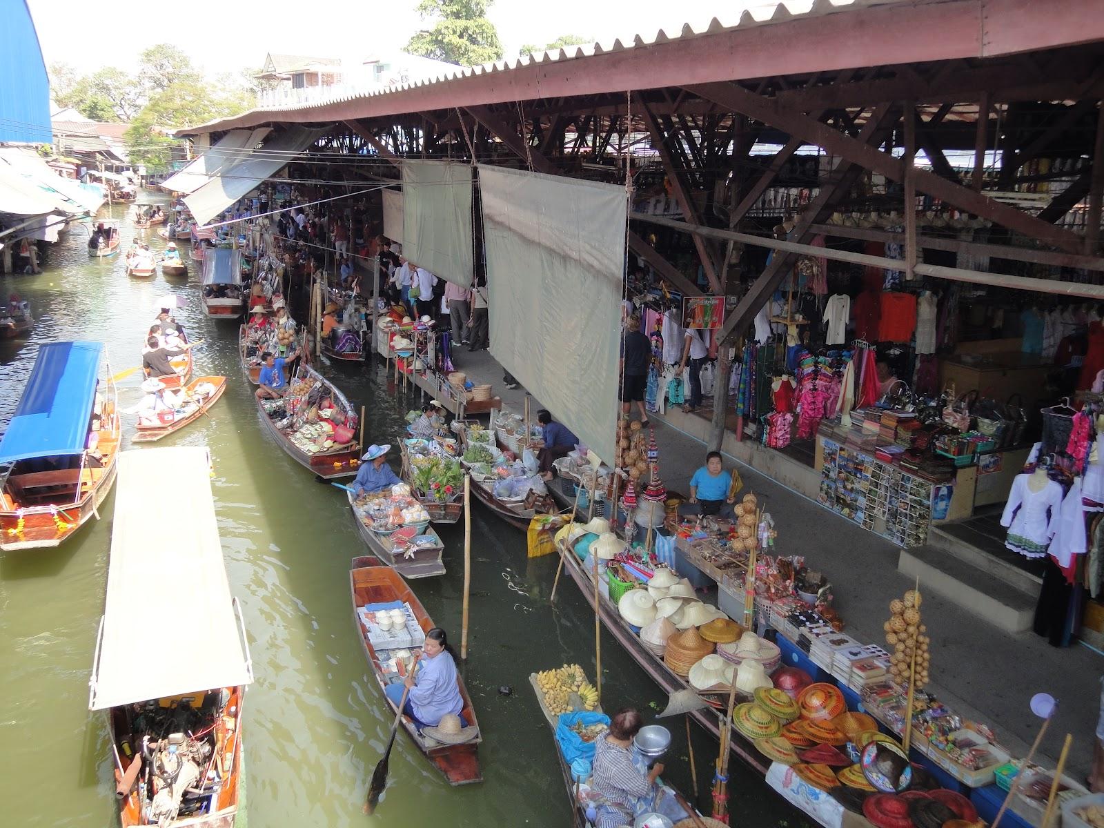 Sfrecciando sui canali thailandesi di Damnoen Saduak (video)