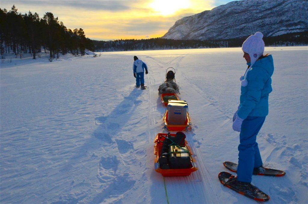 alta-norvegia-finnmark-escursione-con-le-ciaspole-sul-lago-ghiacciato7