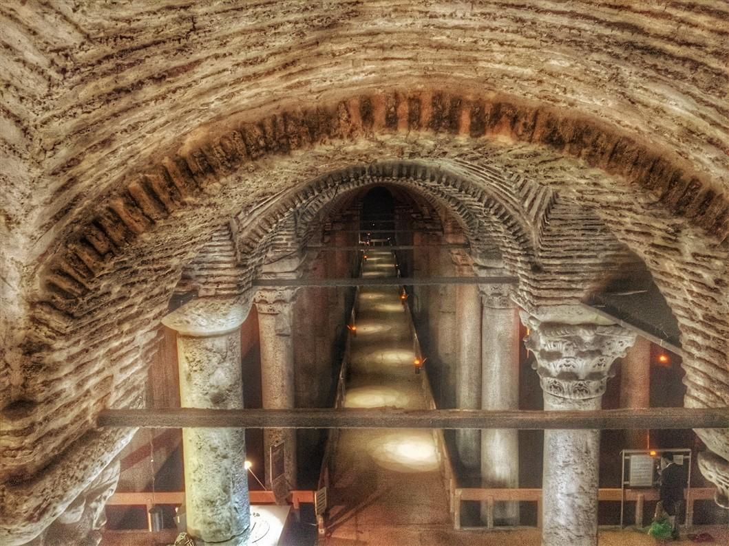 Cosa vedere a istanbul la cisterna basilica yerebatan for Lo espejo 0847 la cisterna