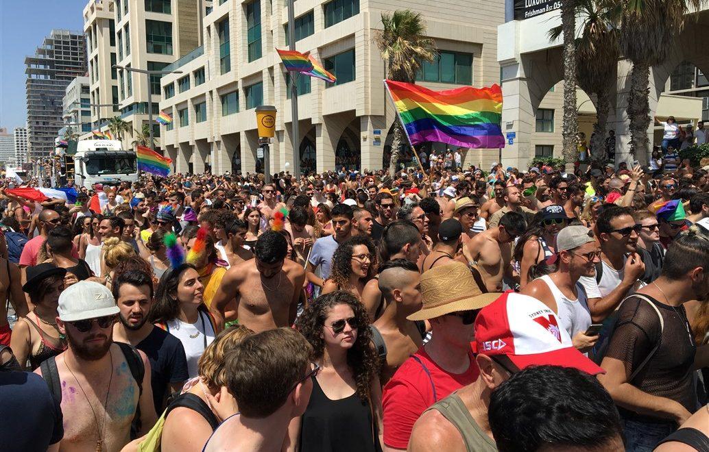 Gay Pride Parade a Tel Aviv: la marcia dell'orgoglio gay sfila tra le strade della città