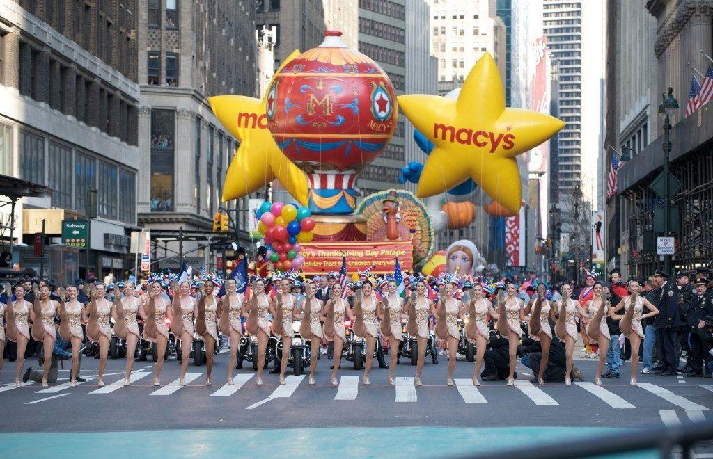 New York. Assistere alla parata di Macy's per il Ringraziamento