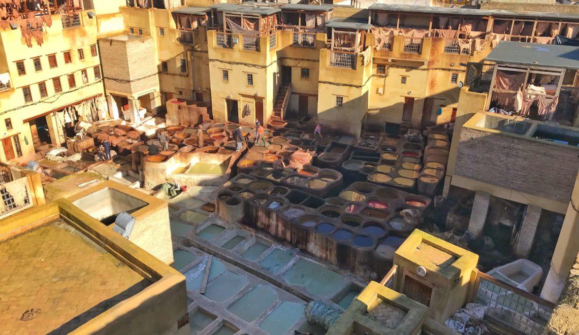 Visitare le antiche concerie di Fez in Marocco
