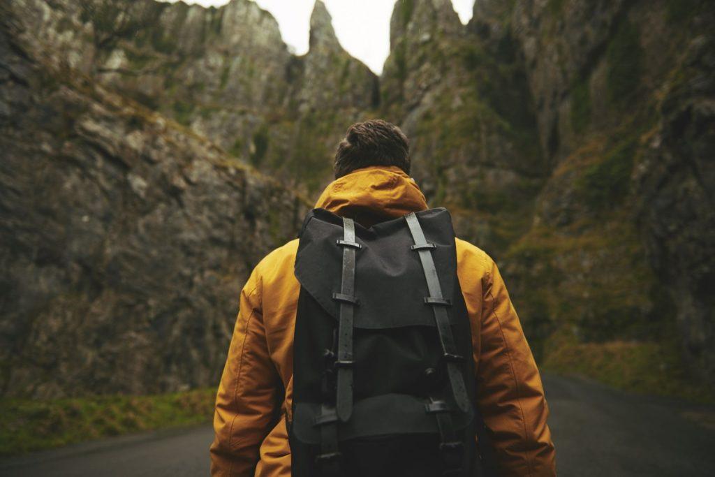 viaggiare zaino in spalla