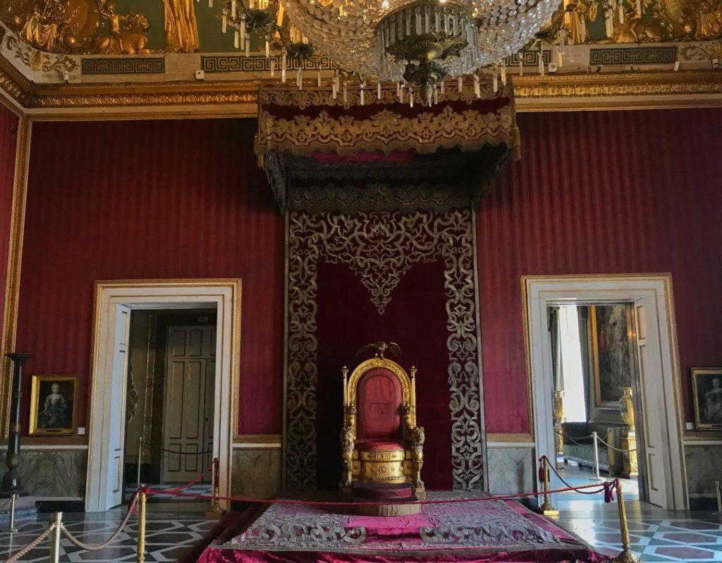 visitare palazzo reale napoli