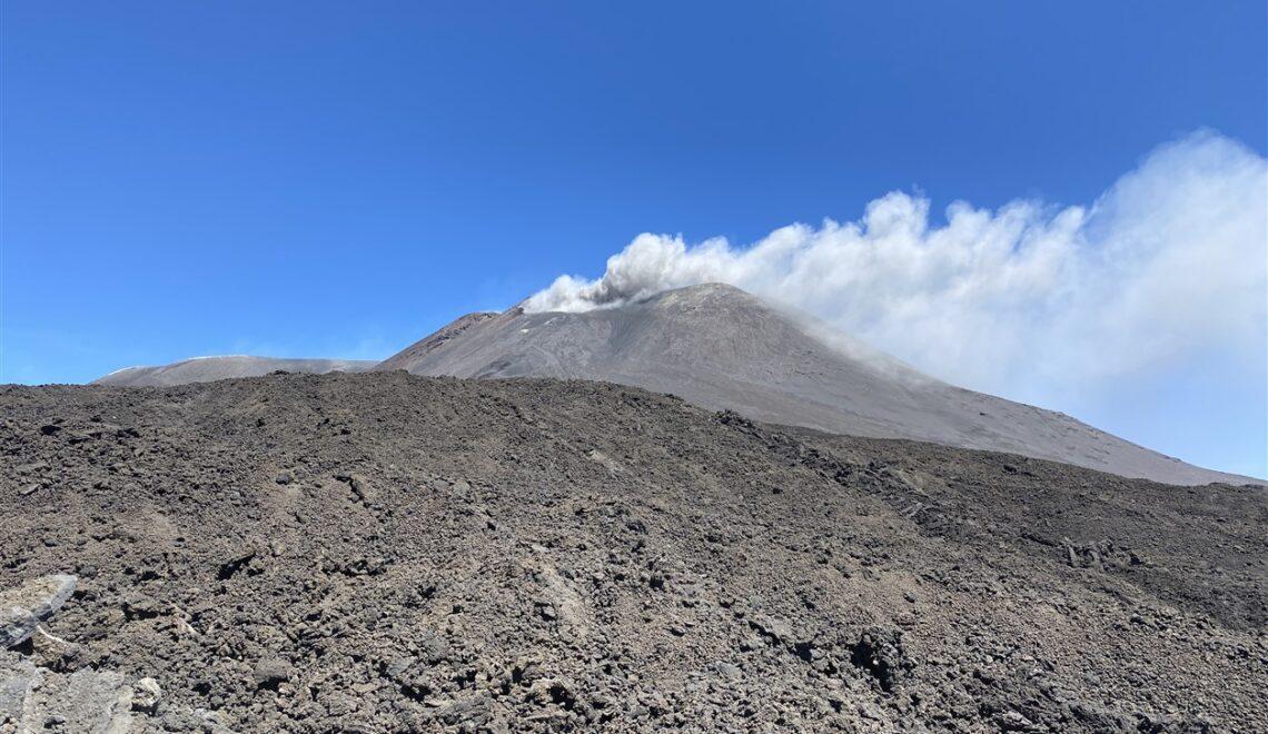 Escursione sull'Etna verso il cratere più alto d'Europa