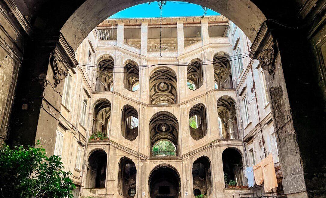 Palazzo Sanfelice nel rione Sanità di Napoli